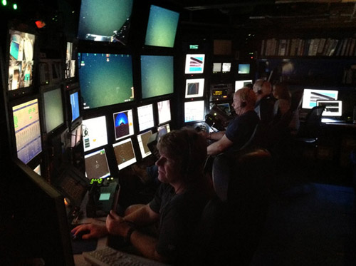 The scene in the control room during today's dive. From front to back: Randy Prickett, Knute Brekke, Peter Brewer, Susan von Thun.