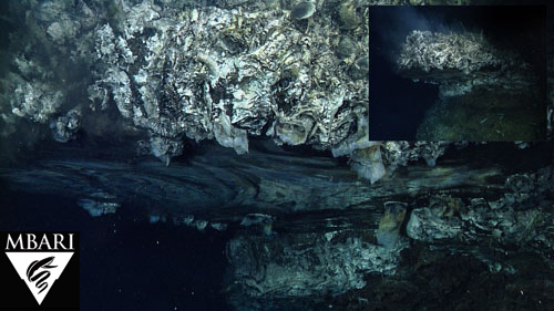 "Images of ""Glitter Lake"", a flange on the edge of a 16-meter chimney."