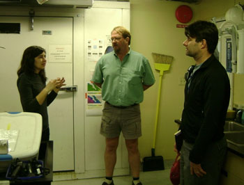 Stephanie Bush, Eric Thuesen, and Steve Haddock discuss the science mission for the day.
