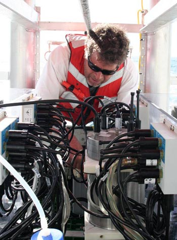 Kurt Buck works to ready the benthic respirometer system before launch time this morning.