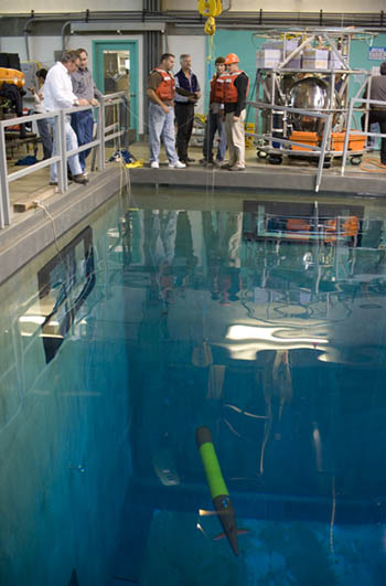 Researchers operate the Tethys near the bottom of MBARI's 10-meter-deep test tank. © MBARI 2009