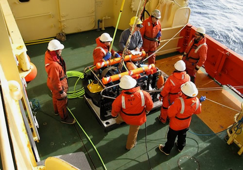 The team prepares to launch the ROV IceCUBE.