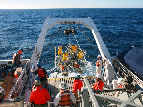 The FVGR is dropped into the ocean, where it will begin its 4,000-meter (13,000-foot) descent to ultimately measure biological activity on the abyssal seafloor. Photo: Carola Buchner.