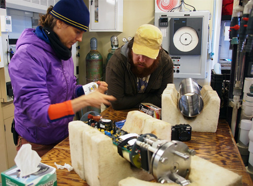 Crissy Huffard and Jake Ellena test equipment on the way out to Station M. Photo: Carola Buchner.