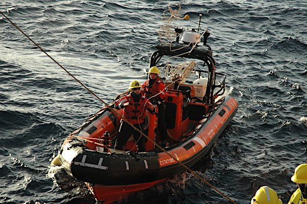 laurier_small_boat_auv_recovery