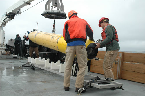MBARI engineers return the i2MAP AUV to its cradle after a midwater survey. Photo: Kim Fulton-Bennett © 2016 MBARI