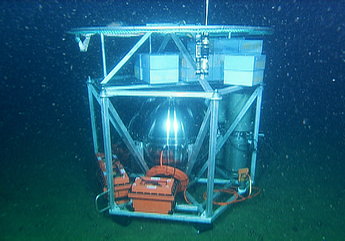 During the test deployment, the deep ESP was allowed to sink about 640 meters (2,100 feet) down to the seafloor. Then the researchers used the remotely operated vehicle Ventana to dive down and inspect the instrument. They were happy to discover that it had landed