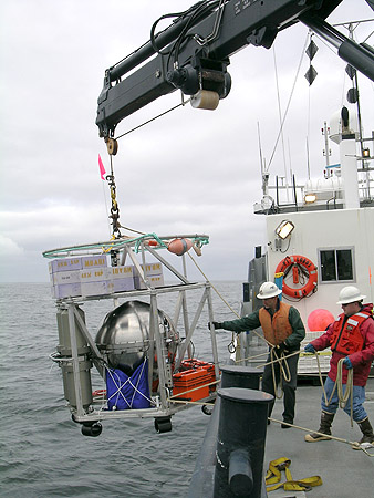 On the day of the first engineering deployment in Monterey Bay, the crew of the research vessel Point Lobos carefully lowered the deep-ESP over the side of the ship. Image: Kim Fulton-Bennett © 2009 MBARI