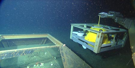 This photo shows ROV Ventana replacing the old MOBB seismometer data collection system with a new system that feeds earthquake data into the MARS observatory. Image: (c) 2009 MBARI