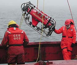 Researchers launch an ROV in the Arctic Sea. Image: Charlie Paul (c) 2003 MBARI
