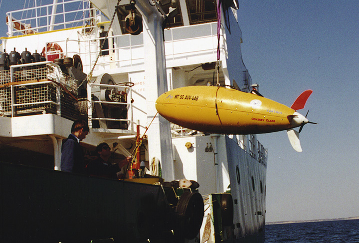 MBARI scientists deploying an autonomous underwater vehicle (AUV) from the Research Vessel Point Sur during the MUSE experiment in Monterey Bay. Image: (c) 2000 MBARI