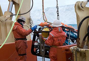 icebergs-rov-launch-350