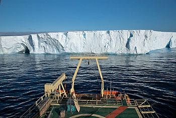 icebergs-ship-350